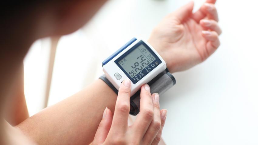 újságcikk a magas vérnyomásról)