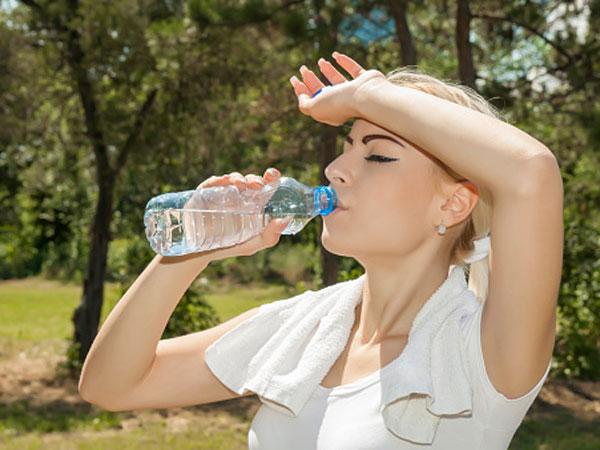 hogyan kell folyadékot inni magas vérnyomásban)