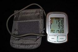 magas vérnyomású fizikai aktivitással)