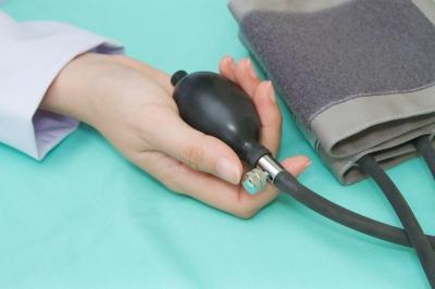 lehetséges-e szemsebészeti beavatkozás magas vérnyomás esetén)