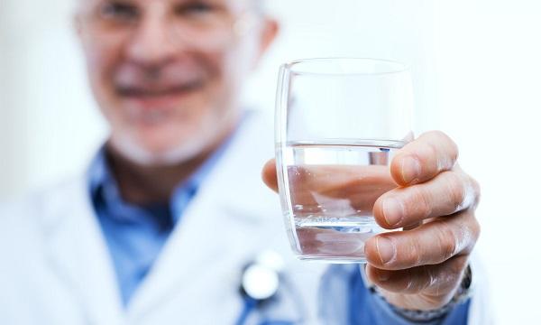 magas vérnyomás esetén hogyan kell vizet inni