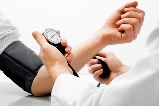alkalmasság magas vérnyomás esetén)