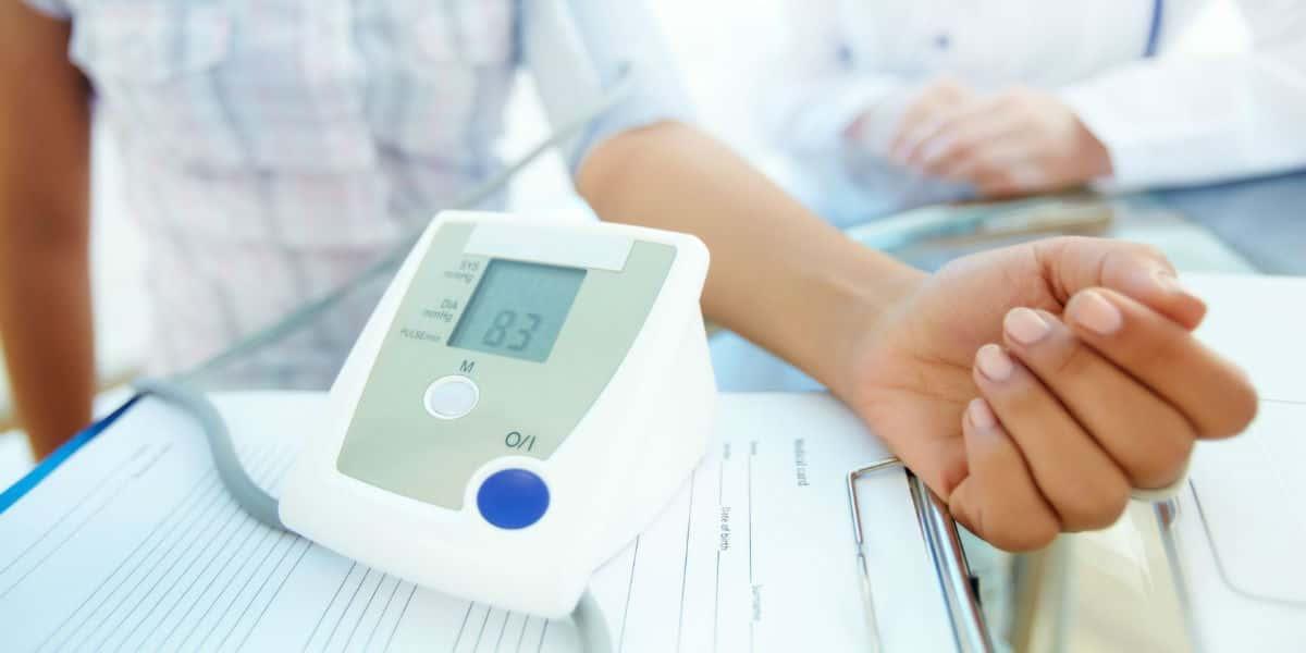 éjszakai magas vérnyomás tünetei