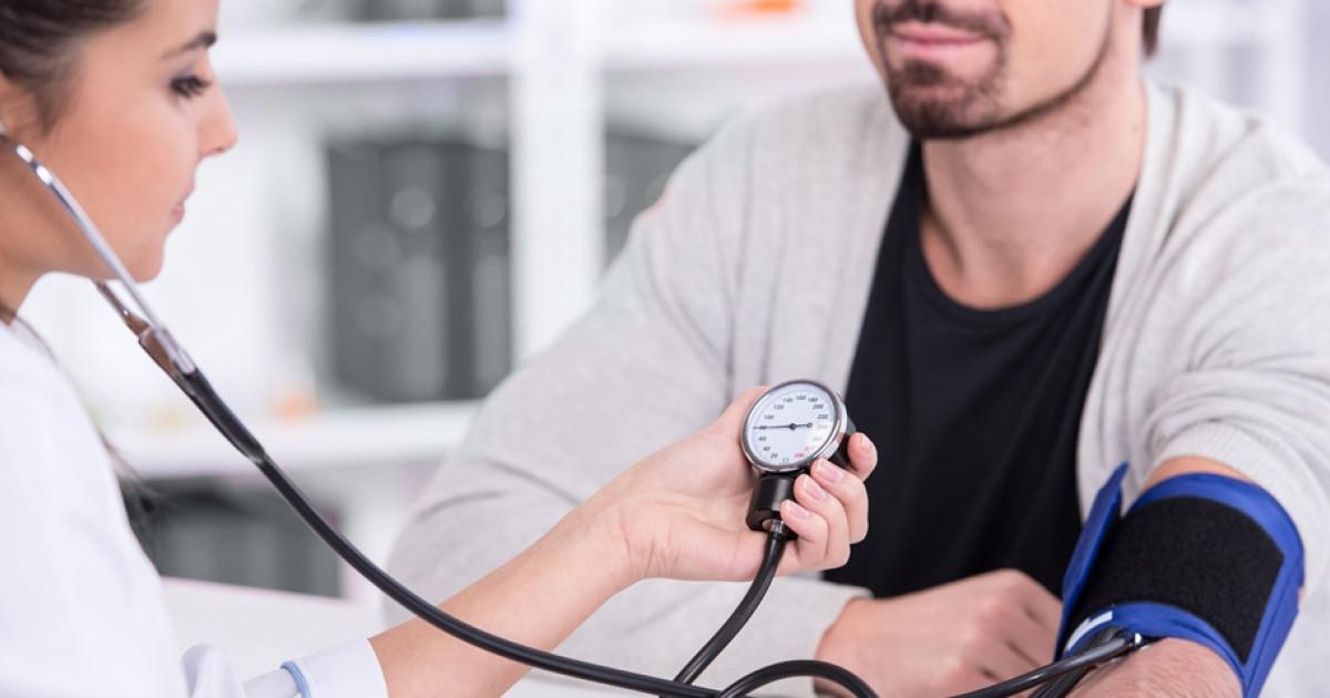 zokogó légzés és magas vérnyomás)