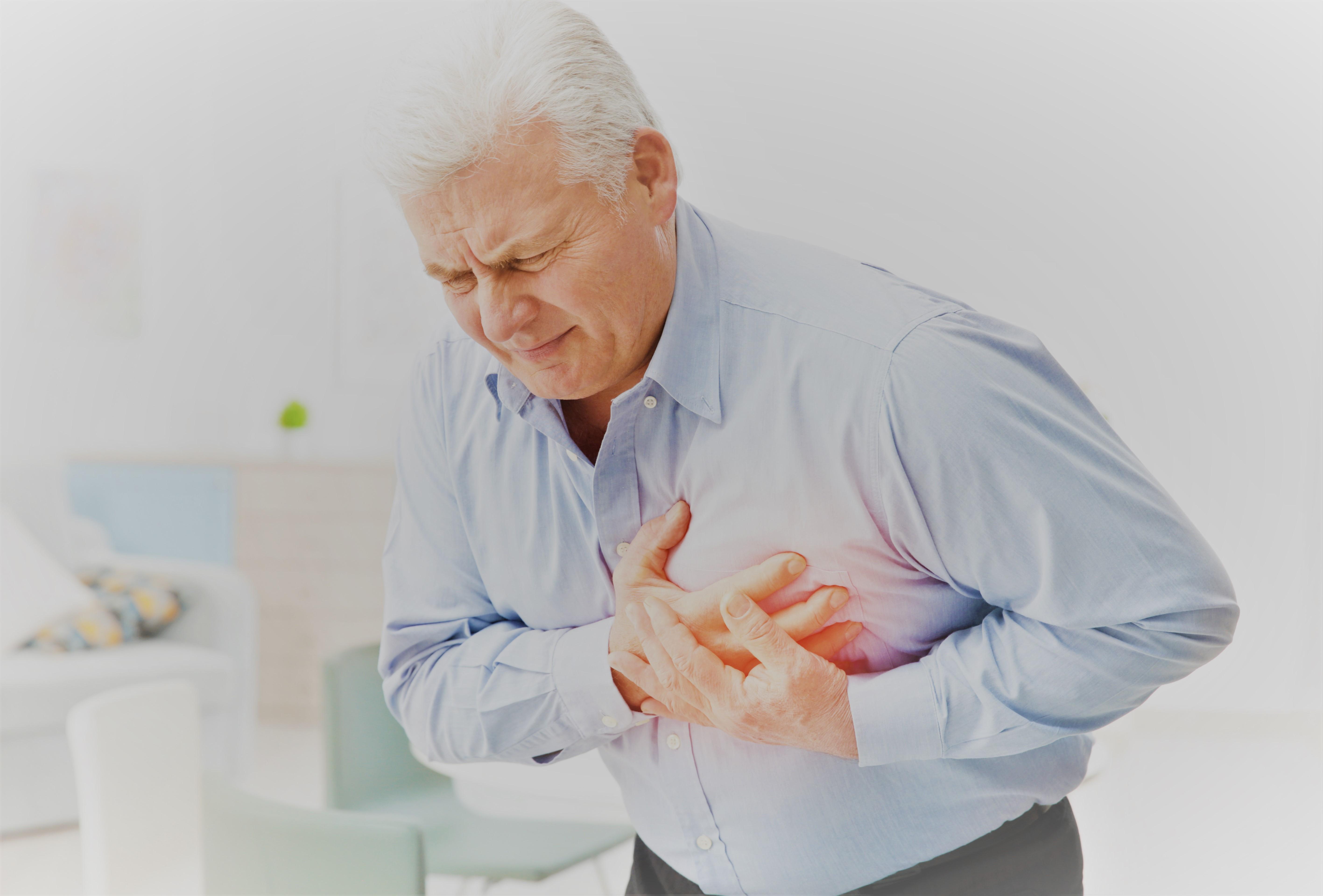 a szív magas vérnyomás miatt fáj)