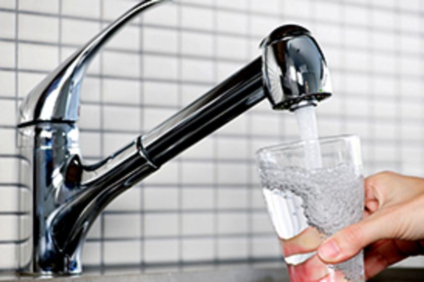 magas vérnyomás esetén nem ihat sok vizet)