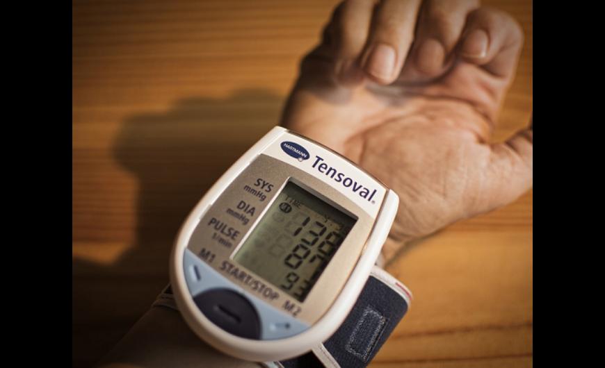 segít a magas vérnyomás hányingerében tartós hátfájás és magas vérnyomás