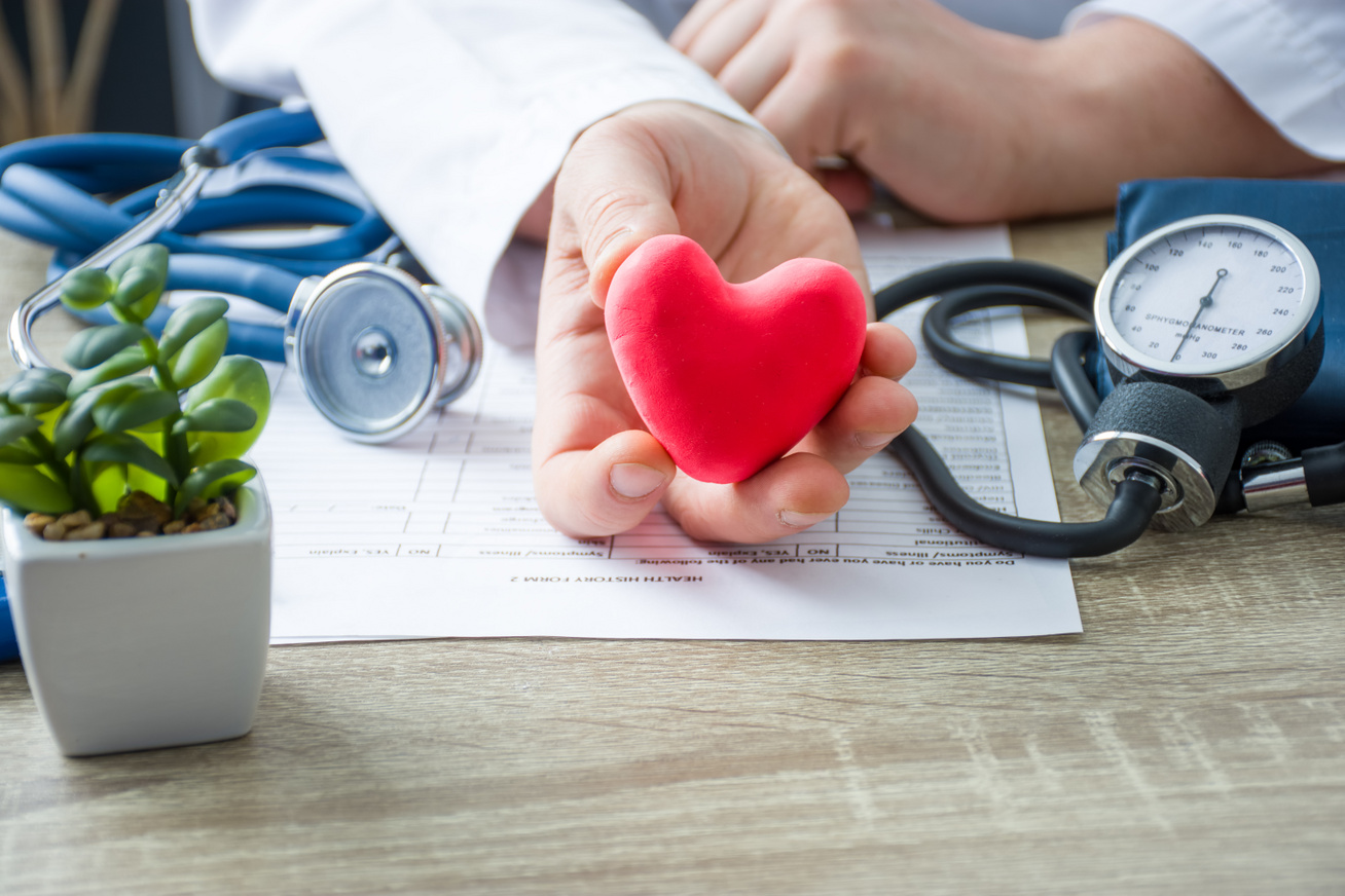 nehézség a szívben és magas vérnyomás)